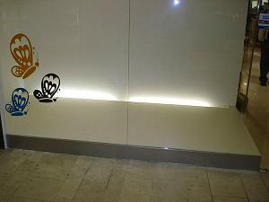 Торговое оборудование для магазина. Шкафы-витрины со стеклом, кассовые прилавки