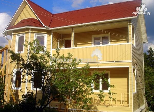 Двухэтажный дом из профилированного бруса, с эркером, террас.