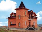 Проект дом в старинном стиле из кирпича с балконом