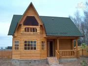 Фото: деревянный дом с верандой в эркере и лоджией