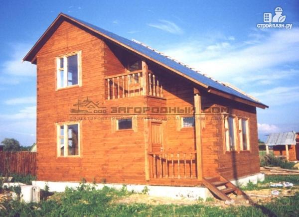 Фото: проект деревянный дом с гостиной в два света и камином-печью