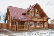 Фото: спаренный дом из бруса с террасой и балконами