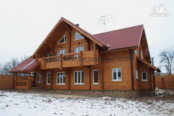 Фото 4: проект спаренный дом из бруса с террасой и балконами