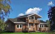 Фото: дом из дерева с террасой и балконом