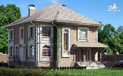 Фото: двухэтажный дом с балконом и террасой