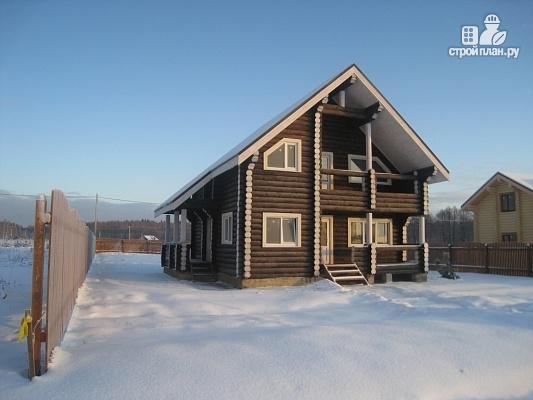 Фото 5: проект бревенчатый дом с двумя террасами и балконом