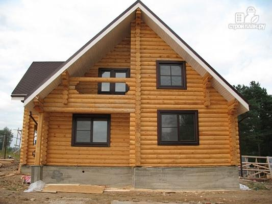 Фото 3: проект бревенчатый дом с террасой и двумя балконами