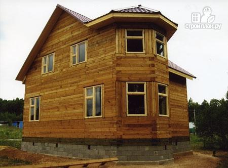 Фото 10: проект дом из бруса 7х8 с эркером в гостиной и крыльцом