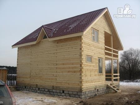 Фото 8: проект дом из бруса 8х8,5 с террасой, балконом и эркером