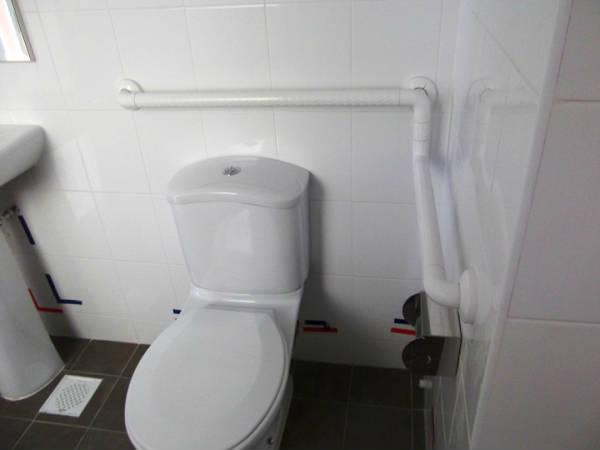 Фото Поручни санитарные для инвалидов в туалеты и санитарные помещения