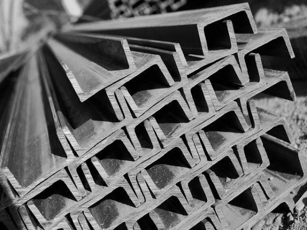 Фото Швеллер стальной