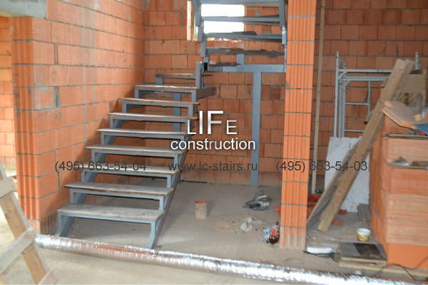 Фото Лестница на двух косоурах