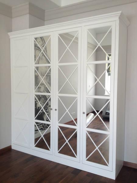 Фото Классические белые шкафы на заказ, встроенные шкафы