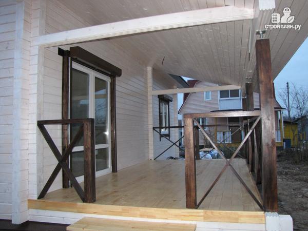 Фото 5: проект одноэтажный дом из клееного бруса, с просторным залом, спальней и небольшой террасой