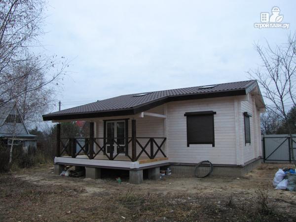 Фото 3: проект одноэтажный дом из клееного бруса, с просторным залом, спальней и небольшой террасой