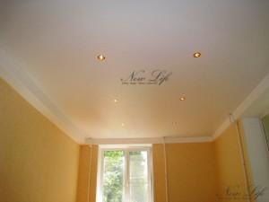 Матовый белый натяжной потолок