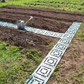 Фото 3: Пластиковая плитка для укладки дорожки между грядок огорода