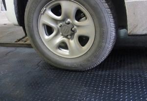 Напольное покрытие из резины для гаража или паркинга «РЕЗИПЛИТ-10»