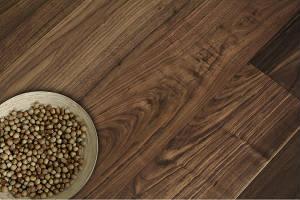 Массивная доска орех селект лак