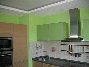 Покраска стен и обоев