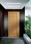 Что выбрать: шпонированные двери или двери из массива?