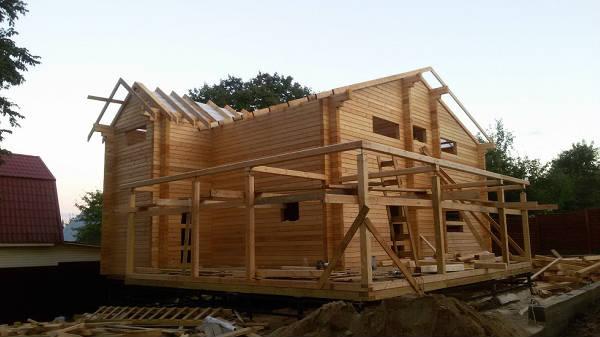 Фото После установки каркасно-стропильной конструкции крыши