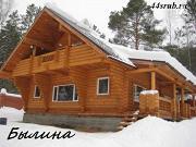 Фото: бревенчатый дом 10х10.5 с большой летней террасой и балконом