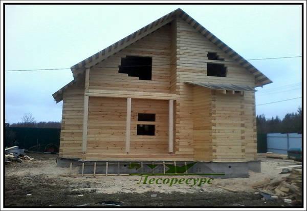 Фото Строительство дома с двумя эркерами